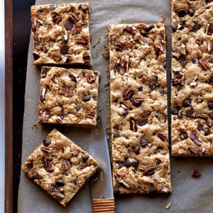 chocolate-chip-pecan-cookie-bars-recipe