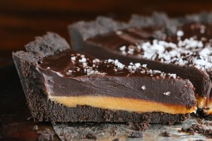 Dark-Chocolate-Salted-Caramel-Oreo-Pie-Recipe-02